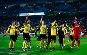 MADRID, SPAIN - DECEMBER 07: The Borussia Dortmund team celebrate infront of their fans afer the final whistle during the UEFA Champions League Group F match between Real Madrid CF and Borussia Dortmund at the Bernabeu on December 7, 2016 in Madrid, Spain.  (Photo by Gonzalo Arroyo Moreno/Getty Images)