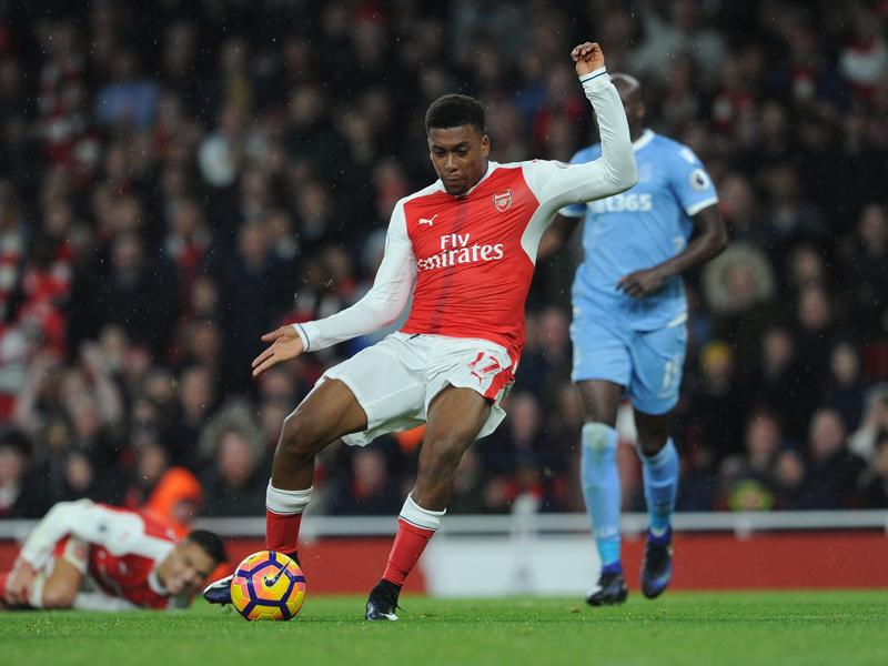 勝利を決定付ける3点目を決めたイウォビ [写真]=Arsenal FC via Getty Images
