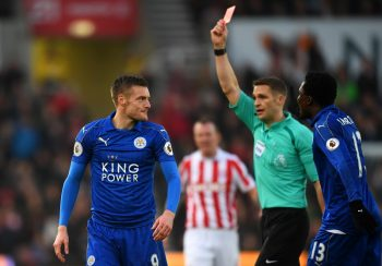 STOKE ON TRENT, ENGLAND - DECEMBER 17: Jamie Vardy of Leicester City (L) is shown a red card by referee Craig Pawson during the Premier League match between Stoke City and Leicester City at Bet365 Stadium on December 17, 2016 in Stoke on Trent, England.  (Photo by Michael Regan/Getty Images)