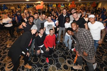 LONDON, ENGLAND - DECEMBER 21: Chelsea players including David Luiz, Nathaniel Chalobah, Ruben Loftus-Cheek, Eduardo, Marcos Alonso, Cesar Azpilicueta, Pedro, Asmir Begovic, Victor Moses, Thibaut Courtois, Gary Cahill, Willian, Michy Batshuayi and Kenedy attend the club's children's Christmas party at Stamford Bridge on December 21, 2016 in London, England.  (Photo by Darren Walsh/Chelsea FC via Getty Images)