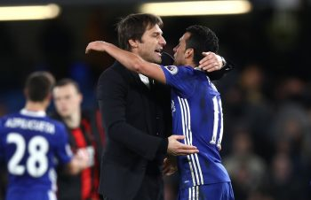 LONDON, ENGLAND - DECEMBER 26:  Pedro of Chelsea and Antonio Conte, Manager of Chelsea celebrate victory during the Premier League match between Chelsea and AFC Bournemouth at Stamford Bridge on December 26, 2016 in London, England.  (Photo by Clive Rose/Getty Images)