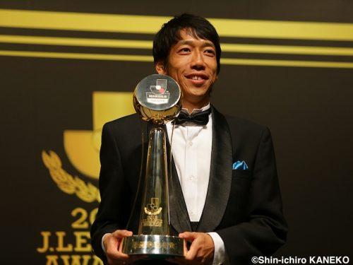●中村憲剛、カズに肩並べる年間最優秀選手賞に喜び「あのMVPに自分が…」