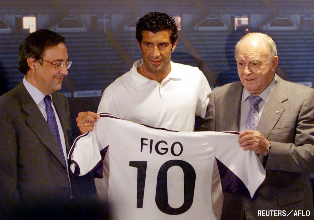 FIGO HOLDS REAL MADRID SHIRT WITH CLUB PRESIDENT AND ALFREDO DI´STEFANO
