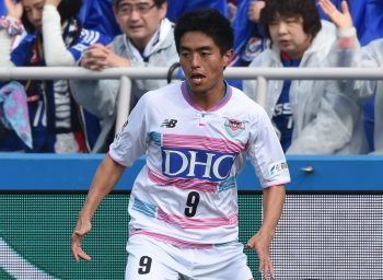 YOKOHAMA, JAPAN - MARCH 19:  (EDITORIAL USE ONLY) Baek Sung Dong of Sagan Tosu in action during the J.League match between Yokohama F.Marinos and Sagan Tosu at the Nippatsu Mitsuzawa Stadium on March 19, 2016 in Yokohama, Yokohama, Japan.  (Photo by Etsuo Hara/Getty Images)