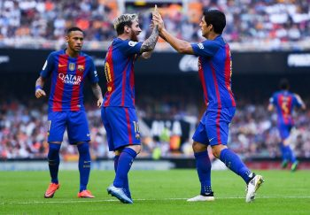 VALENCIA, SPAIN - OCTOBER 22:  Luis Suarez of FC Barcelona celebrates with his team mates Neymar Jr. (L) and Lionel after scoring his team's second goal during the La Liga match between Valencia CF and FC Barcelona at Mestalla stadium on October 22, 2016 in Valencia, Spain.  (Photo by David Ramos/Getty Images)