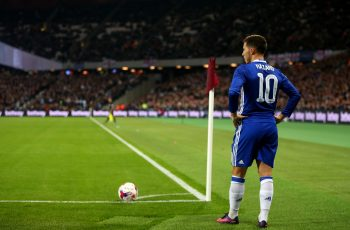 LONDON, ENGLAND - OCTOBER 26: Eden Hazard of Chelsea waits to take a corner during the EFL Cup fourth round match between West Ham and Chelsea at The London Stadium on October 26, 2016 in London, England. (Photo by Catherine Ivill - AMA/Getty Images)