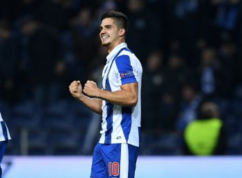 PORTO, PORTUGAL - DECEMBER 07: Andre Silva of FC Porto celebrates scoring his sides fourth goal during the UEFA Champions League Group G match between FC Porto and Leicester City FC at Estadio do Dragao on December 7, 2016 in Porto, Porto.  (Photo by David Ramos/Getty Images)