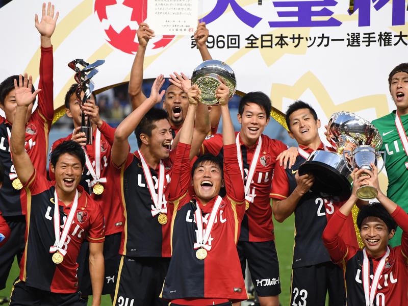 1月1日の天皇杯決勝後、カップを掲げた [写真]=Getty Images