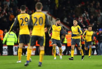 BOURNEMOUTH, ENGLAND - JANUARY 03:  Olivier Giroud (3rd L) of Arsenal celebrates scoring his team's third goal with his team mate Alexis Sanchez (2nd R) during the Premier League match between AFC Bournemouth and Arsenal at Vitality Stadium on January 3, 2017 in Bournemouth, England.  (Photo by Warren Little/Getty Images)