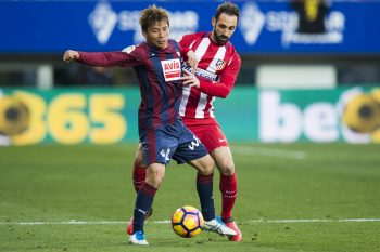 EIBAR, SPAIN - JANUARY 07:  Takashi Inui of SD Eibar duels for the ball with Juanfran Torres of Atletico Madrid during the La Liga match between SD Eibar and Atletico Madrid at Ipurua Municipal Stadium on January 7, 2017 in Eibar, Spain.  (Photo by Juan Manuel Serrano Arce/Getty Images)