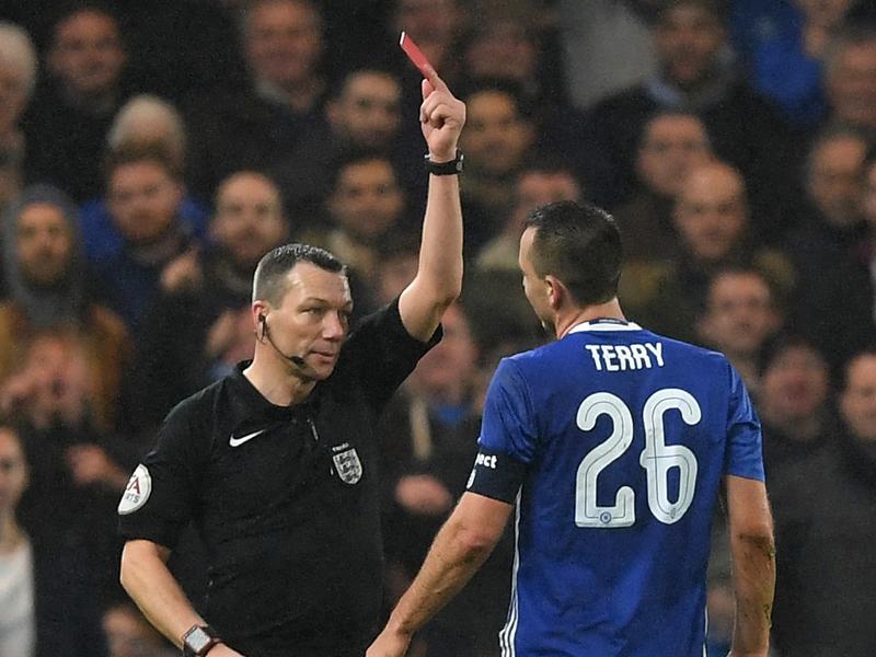 レッドカードで退場となったテリー [写真]=Chelsea FC via Getty Images