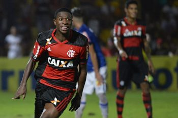 OSASCO, BRAZIL - JANUARY 15:–  Vinicius Junior of Flamengo celebrates after scoring during a match between Cruzeiro and Flamengo as part of round of sixteen of Sao Paulo Junior Cup 2017 at Prefeito José Liberatti Stadium on January 15, 2017 in Osasco, Brazil. (Photo by Levi Bianco/Brazil Photo Press/LatinContent/Getty Images)
