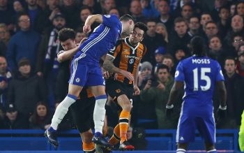 LONDON, ENGLAND - JANUARY 22: Ryan Mason of Hull City and Gary Cahill of Chelsea collide during the Premier League match between Chelsea and Hull City at Stamford Bridge on January 22, 2017 in London, England.  (Photo by Clive Rose/Getty Images)