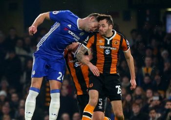 LONDON, ENGLAND - JANUARY 22: Gary Cahill of Chelsea bangs heads with Ryan Mason of Hull City during the Premier League match between Chelsea and Hull City at Stamford Bridge on January 22, 2017 in London, England. (Photo by Catherine Ivill - AMA/Getty Images)