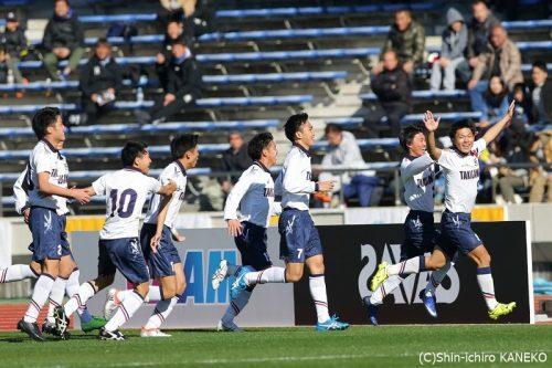 滝川第二、初の選手出身監督へ3年生から初勝利のプレゼント