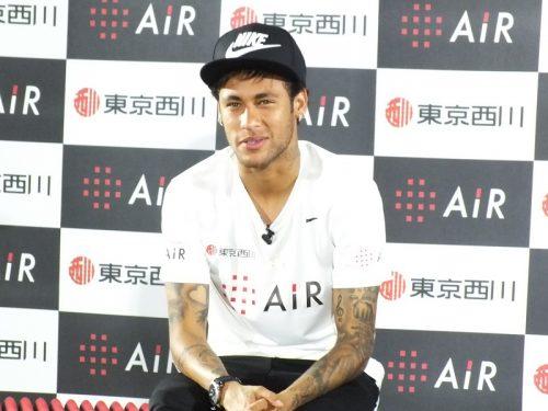 ●来日中のネイマールがイベントに登場「また日本に来れて嬉しい」