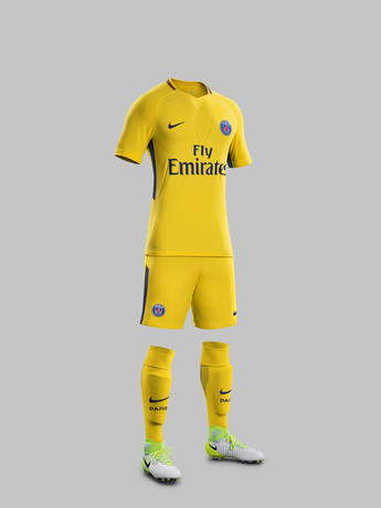 Fy17-18_FB_WE_Club_Kits_A_Full_Body_Match_PSG_R_71162