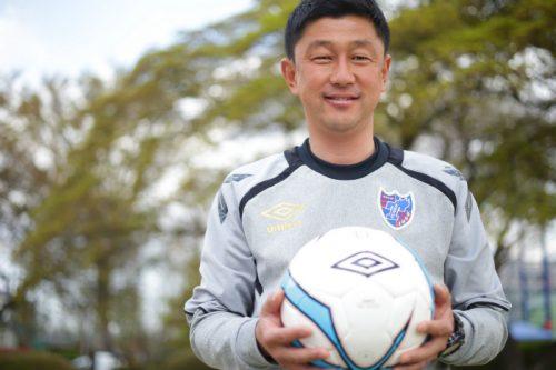 【サッカーに生きる人たち】青赤の血で勝利をもたらす選手たちを育てる|佐藤一樹(FC東京U−18監督)