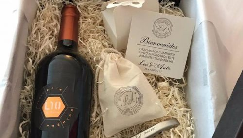 ●スペシャルワインに栓抜き、液体キャラメル…メッシ結婚式の引き出物が公開