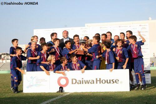 バルセロナが2度目の連覇達成! 善戦の東京都U-12を振り切る/U-12ジュニアチャレンジ2017