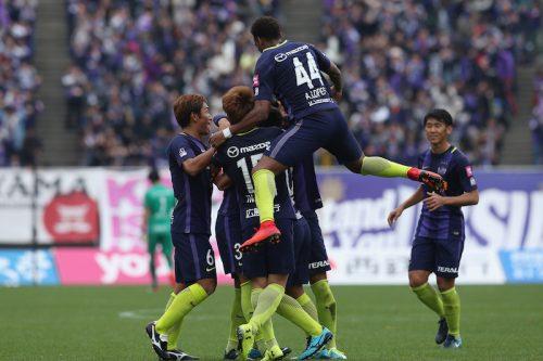 広島、FC東京に勝利で残留決定! 16歳の久保建英がJ1デビュー果たす
