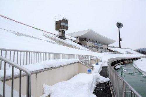 """雪国クラブが迎える""""Jリーグ開幕""""…恒例行事の雪かき経て、山形が本拠地に帰ってくる!"""