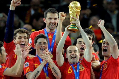 イニエスタ&トーレスは日本へ? 2010年W杯で初優勝したスペイン代表の今