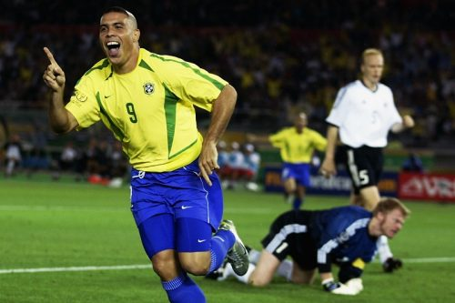 """【コラム】王国が誇る""""怪物""""が脅威の8得点! ブラジルが歴代最多5度目の頂点に輝く/2002年 日韓W杯"""