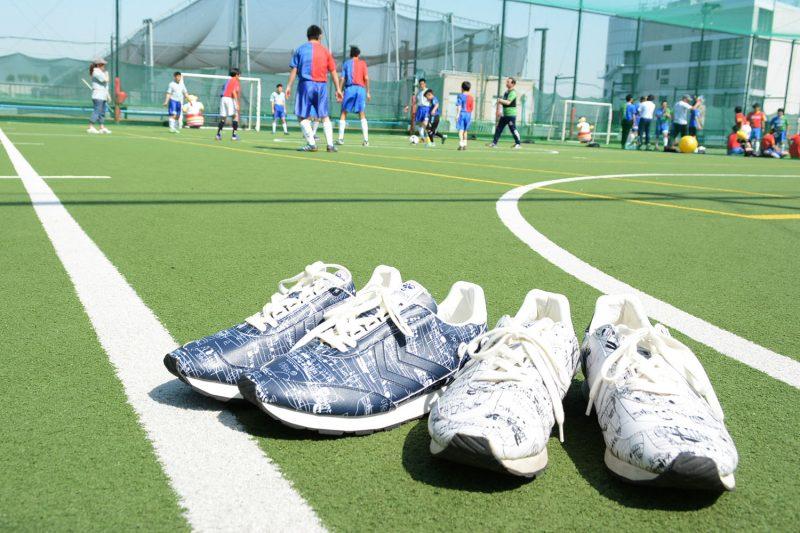 多様性を広めるサッカー大会がスニーカーの収益で実施