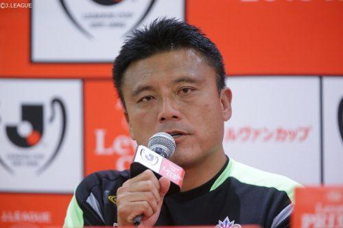 """●優勝へのポイントは""""普段通り""""! 湘南を率いる曺監督「いい服を着てサッカーをするのではなく…」"""