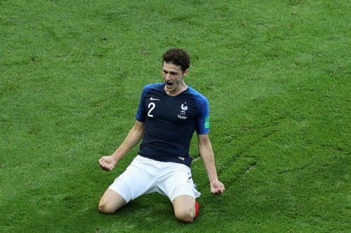 ●バイエルン、フランス代表DFパヴァールの来夏加入を発表…W杯では華麗なボレー弾
