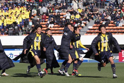 出場停止の主将をピッチに立たせるために…日本航空、チーム一丸で初戦を突破!