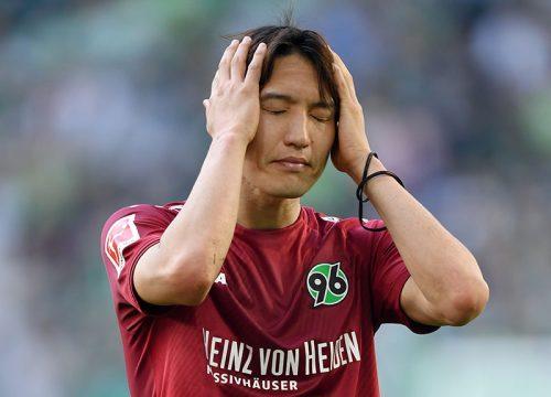 ●試合後に肩を落とすハノーファー原口元気「この敗戦は僕に責任があります」