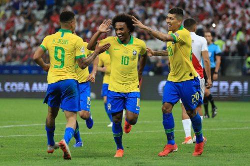 ブラジルが圧巻5発でペルー撃破! グループステージ無失点で首位通過決定