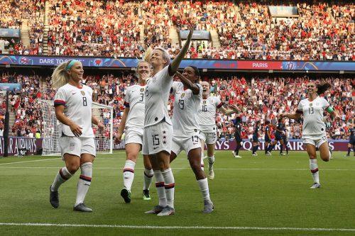 女王アメリカが8大会連続のベスト4進出!…開催国フランスの猛反撃振り切る