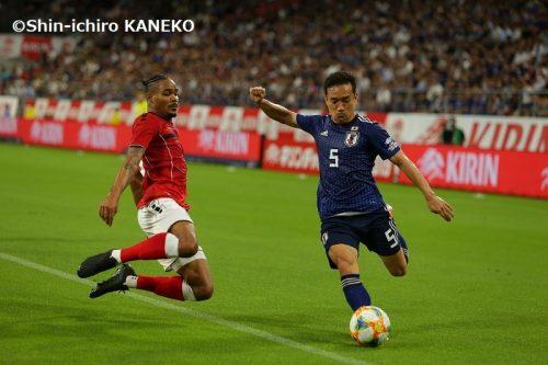 長友佑都、ゴール欠乏症の日本に提言「C・ロナウドほどのレベルは難しくても…」