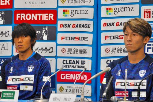 中村俊輔と皆川佑介が記者会見に登場…「年齢は年齢だけど、カズさんがいるので(笑) 」