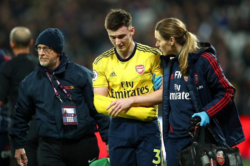 ケガから復帰も再負傷…アーセナルDFティアニーが右肩脱臼で最大3カ月の離脱か